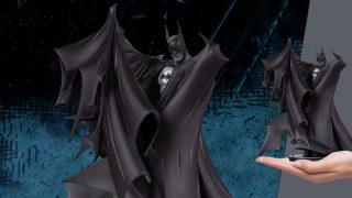 Batman Deluxe 2.0 Statue